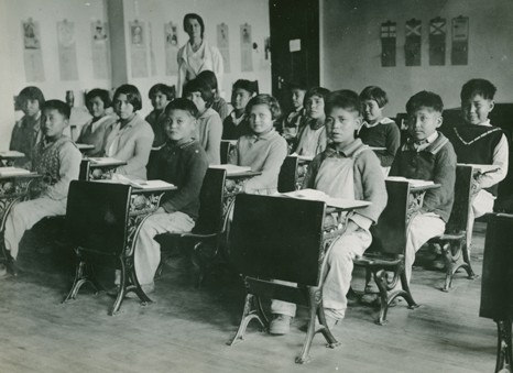Children sitting in a classroom.